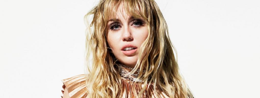 visage coeur de Miley cyrus