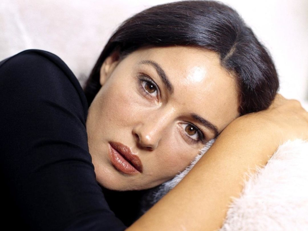visage ovale de Monica Bellucci