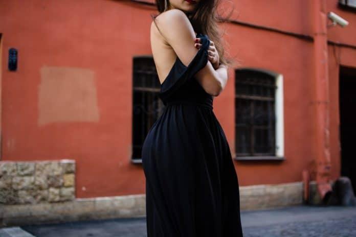 comment bien porter la petite robe noire