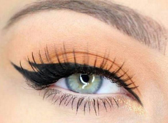 Double Flick eyeliner