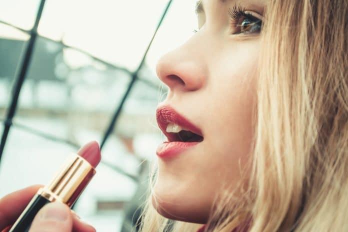 Rouge à lèvres Mat, brillant, nacré, laqué, crémeux comment choisir