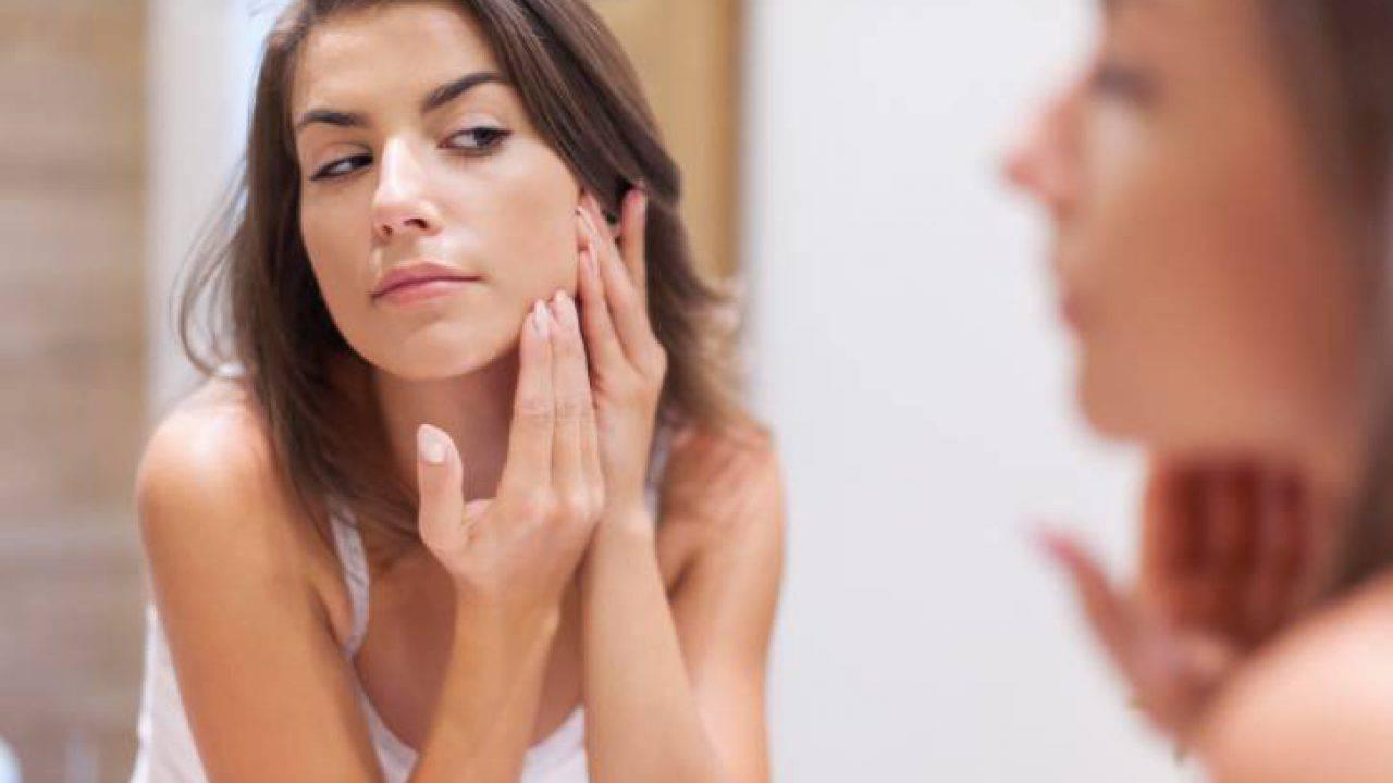 appliquer fond de teint sur peau avec acné