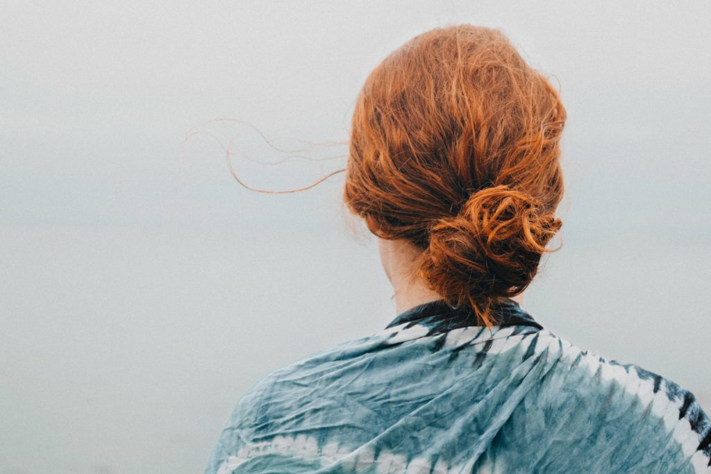 coiffures cheveux mi-longs les plus tendances du moment