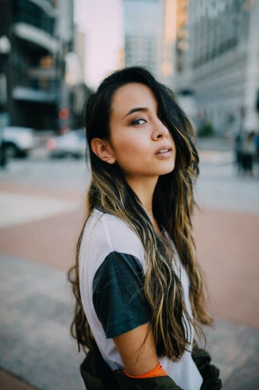 Femme cheveux longs