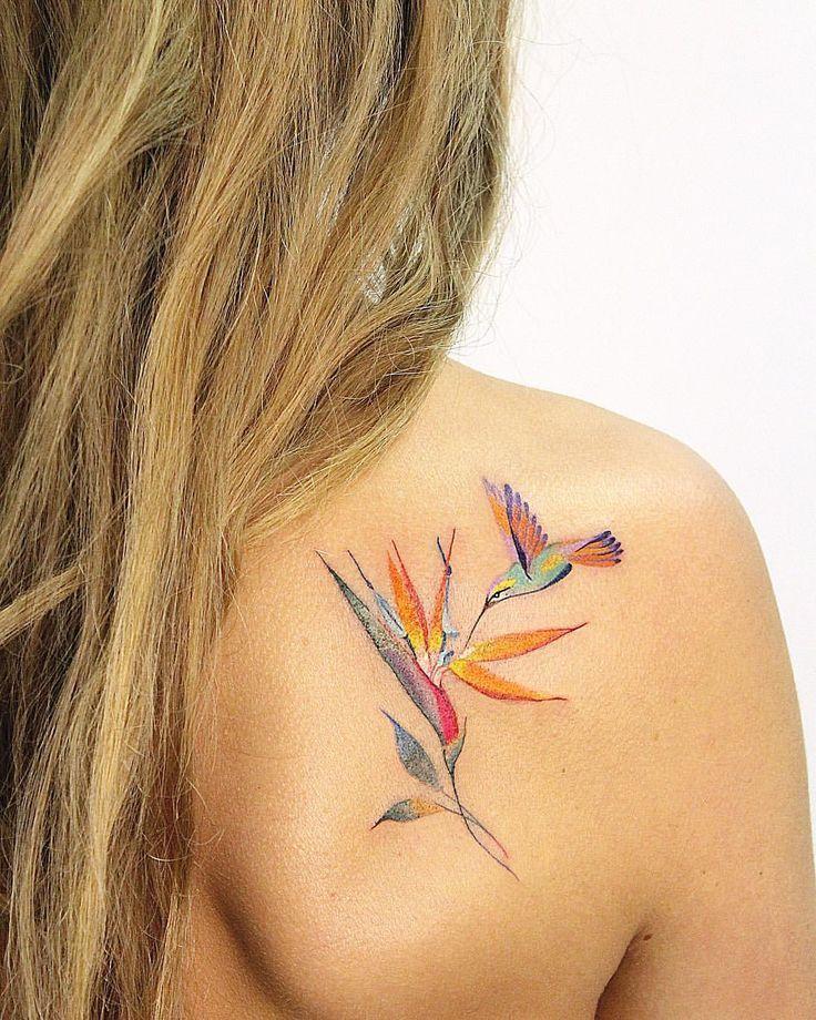 Tatuaje de ave del paraíso en flor