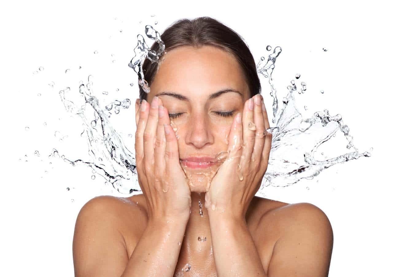 L'eau accentue les problèmes de sécheresse de peau : conseils et solutions