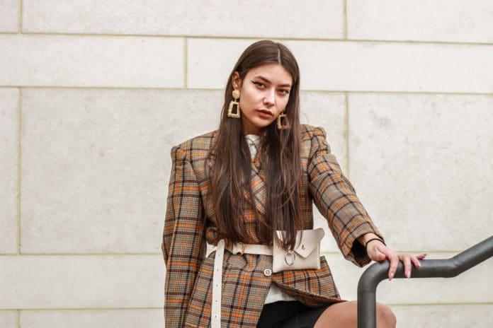 comment porter la veste de tailleur pour femme