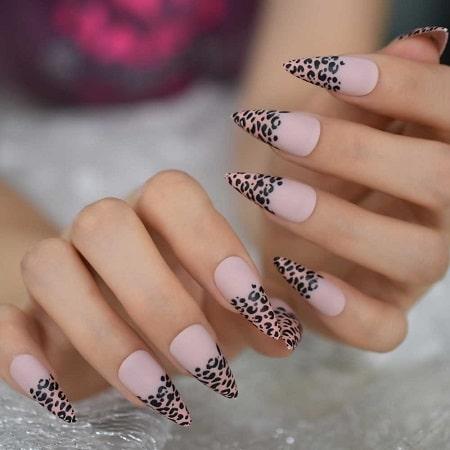 ongles stiletto