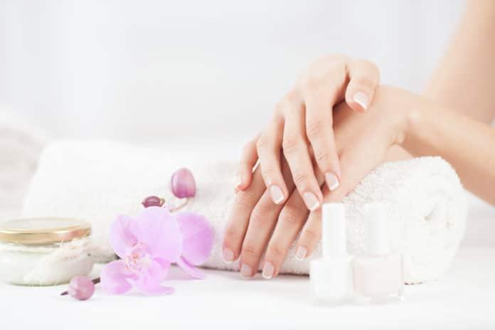 12 soins des ongles naturels qu'on adore (huile de ricin, figue, etc.)