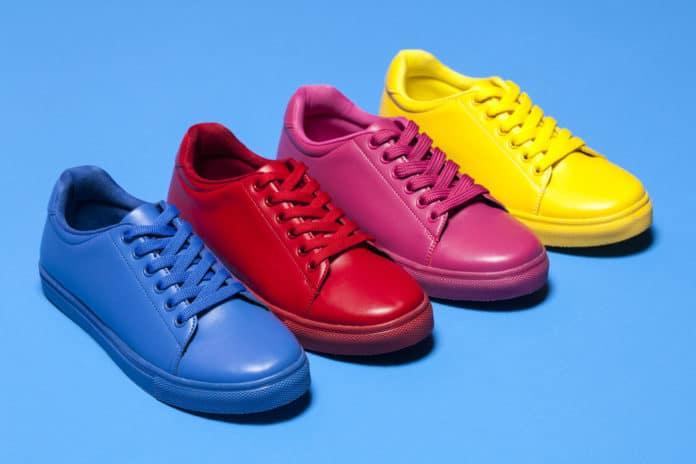 Mode : le guide pour porter des chaussures colorées