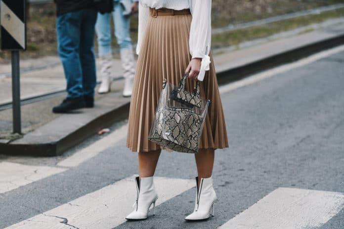 Comment porter la jupe plissée avec style